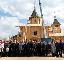 Подъем куполов на Сергиевский храм на РКК «Энергия»