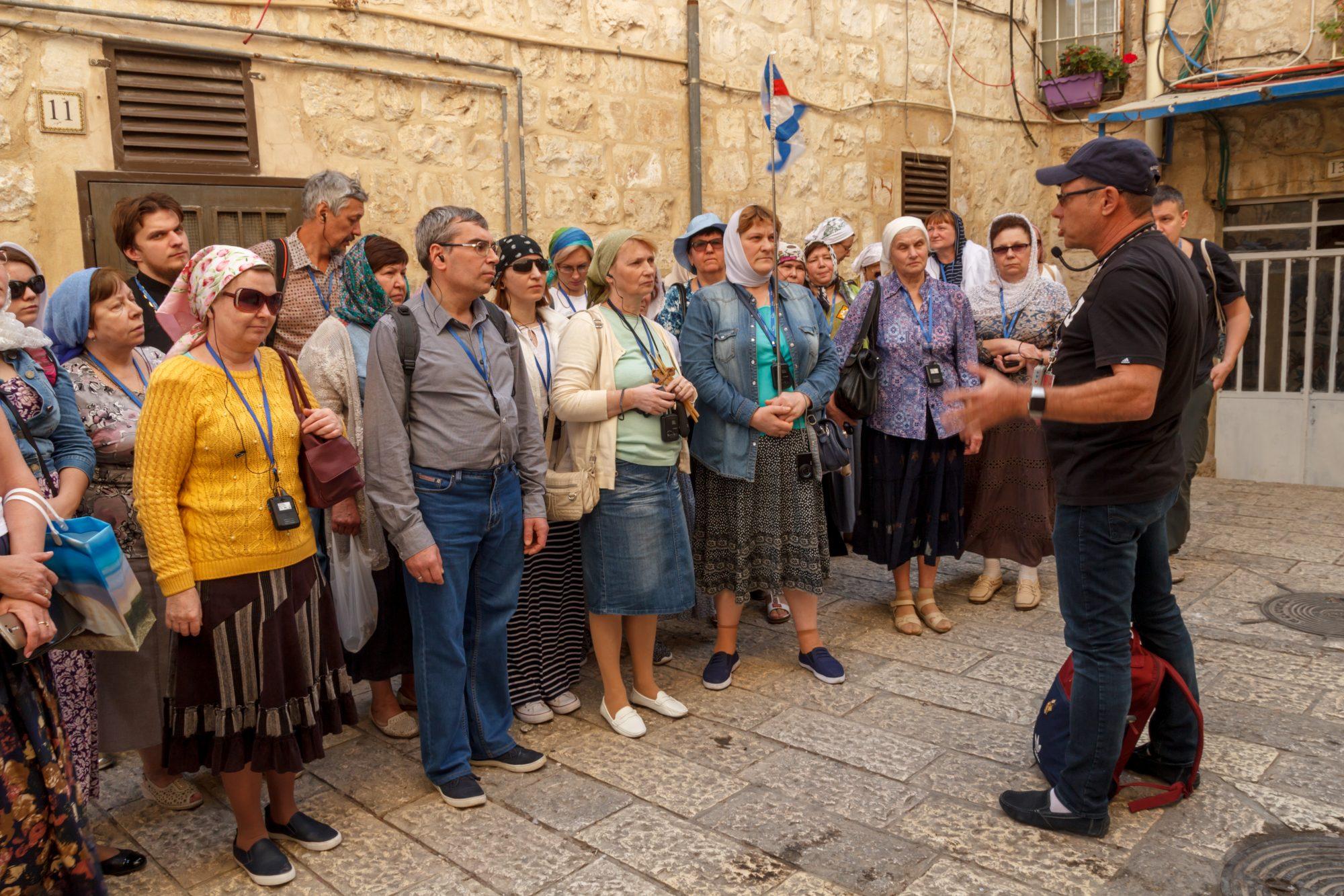 Наш гид Андрей Никсон проводит экскурсию по Старому Городу