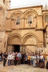 Перед входом вхрам Гроба Господня